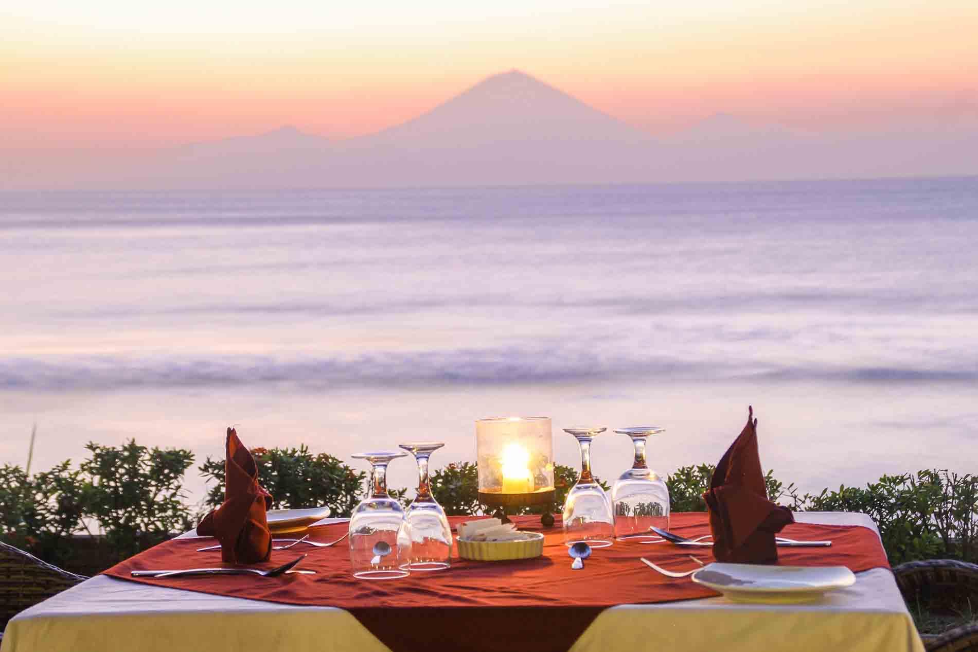 Limasatu Resort By Baio Lombok Beach Fiesta  Ke Bali Dan We Provide A Delicious Meal With Unique Restaurant Decoration